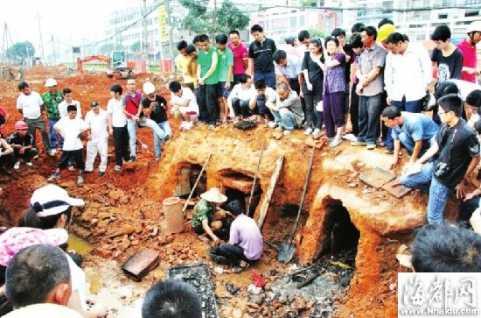 莆田:闹郊区挖出明朝古墓 三个墓室一男两女同日葬
