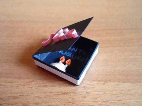 如何制作生日礼物 手工衍纸制作小小生日礼物盒方法教程