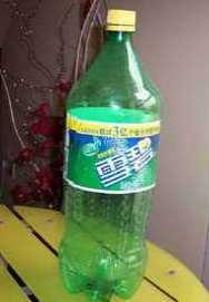 用矿泉水瓶做花瓶 雪碧瓶制作花瓶图解教程