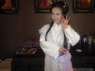 干露露是哪里人 中国第一车模干露露资料及照片