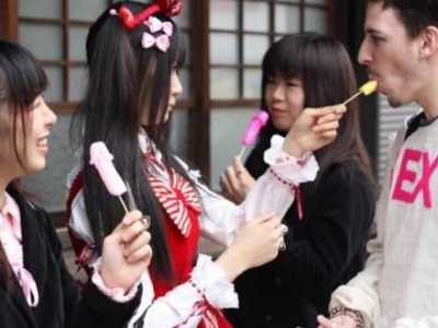 女性如何吃男性生殖器 女人当众吃男人阳具